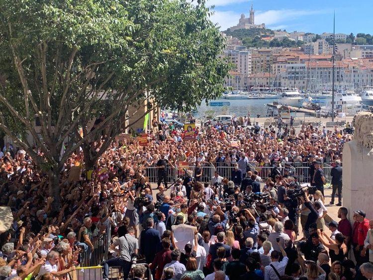 Michèle Rubirola a été acclamée par la foule à sa sortie de la mairie.