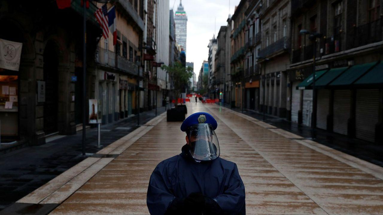 A Mexico, les commerces ont été à nouveau fermés en centre-ville afin de contenir l'épidémie.