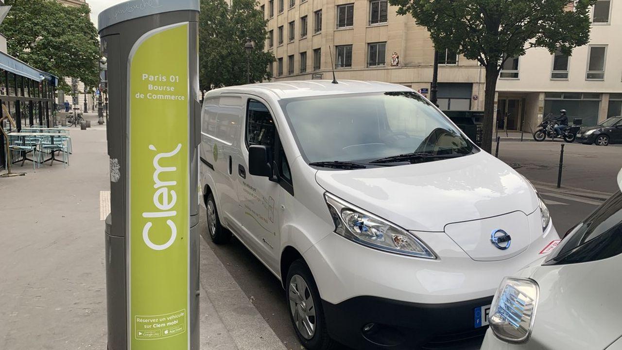 Clem' a modifie des bornes de l'ex-AutoLib' pour les rendre compatibles avec la technologie de ses utilitaires électriques Renault et Nissan