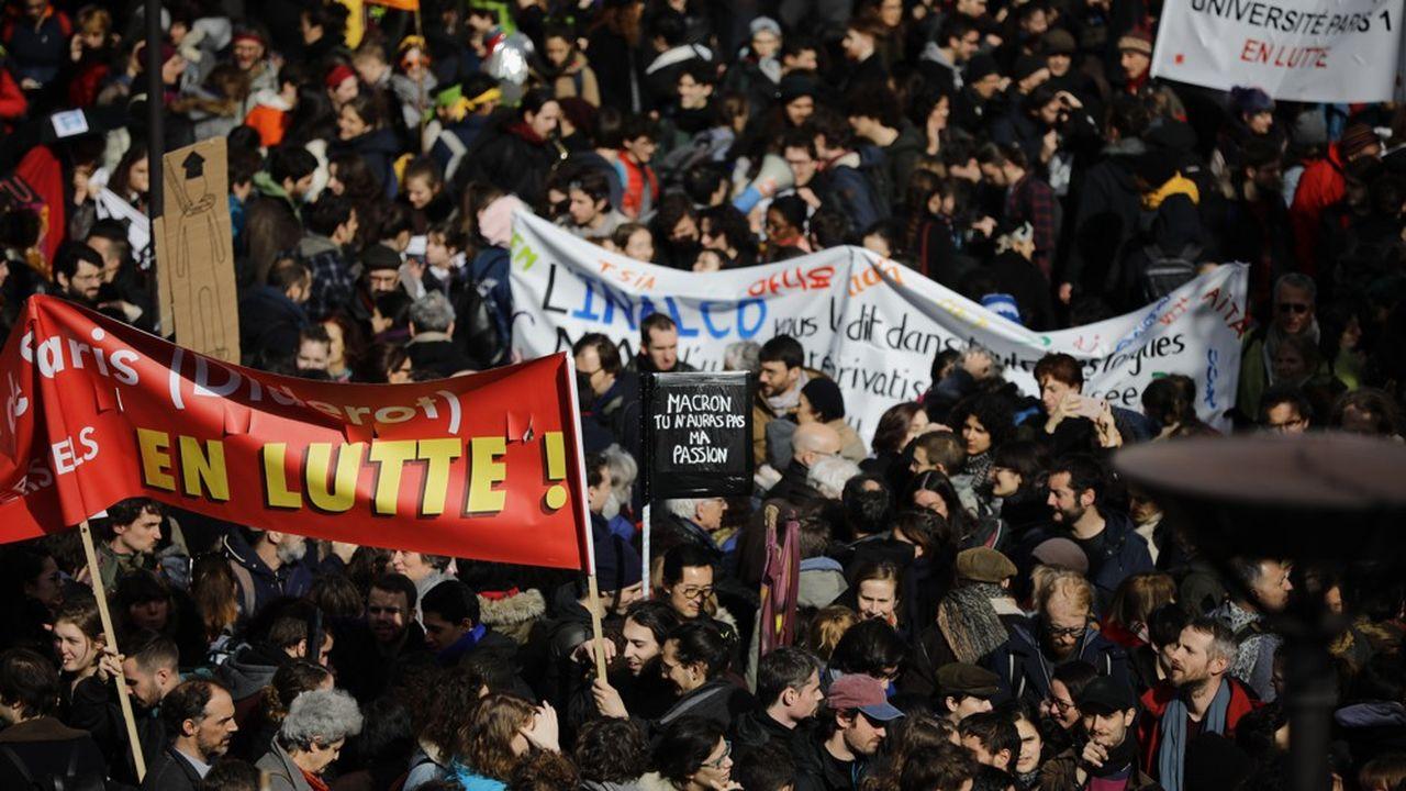 Plusieurs syndicats et collectifs avaient appelé à un rassemblement le 18juin, à Paris, pour exiger le retrait du projet de loi sur la recherche.