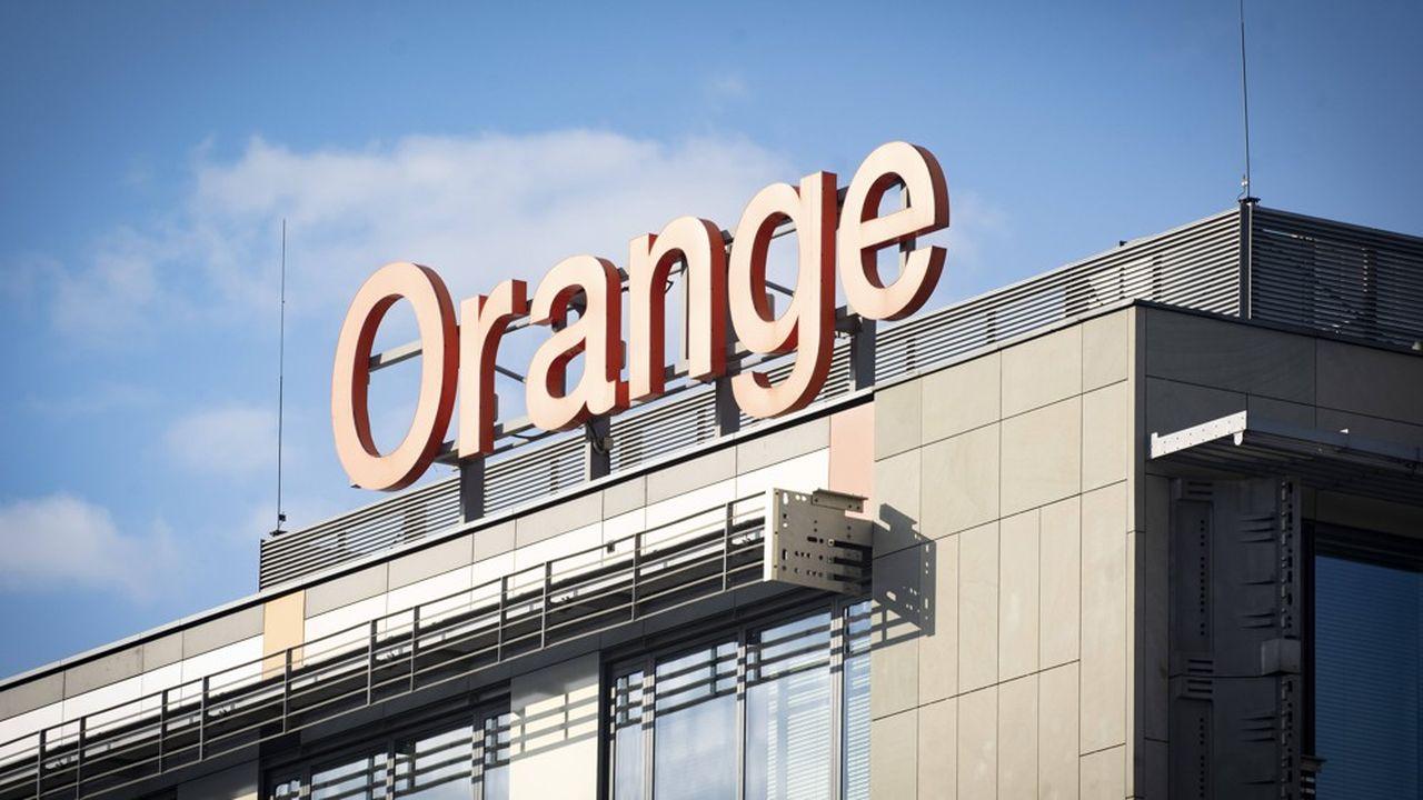 Orange est l'un des 158 opérateurs télécoms dans le monde à proposer la e-SIM à ses clients.