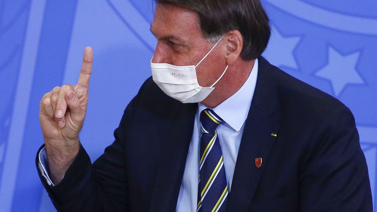 Après ses excès, le président brésilien Jair Bolsonaro, désormais positif au coronavirus, semble vouloir changer de registre politique.