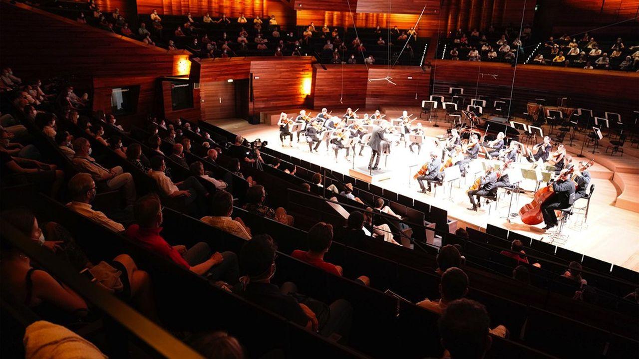 Le concert de l'Orchestre National de France du 25juin en public, avec un siège sur deux occupé