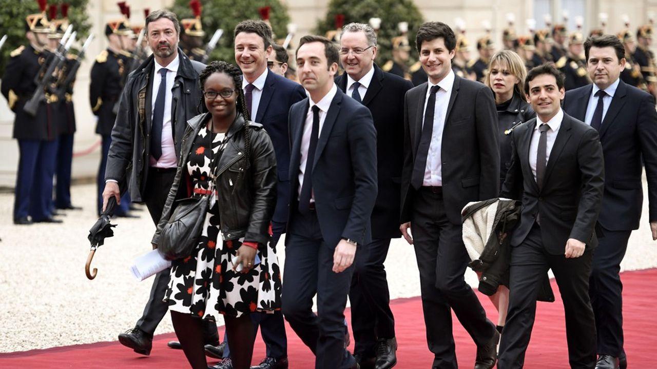 De gauche à droite: Arnaud Leroy, Sibeth Ndiaye, Benjamin Griveaux, Jean-Marie Girier, Richard Ferrand, Julien Denormandie, Stéphane Sejourné et Sylvain Fort, à l'Elysée le jour de l'investiture d'Emmanuel Macron, le 14mai 2017.