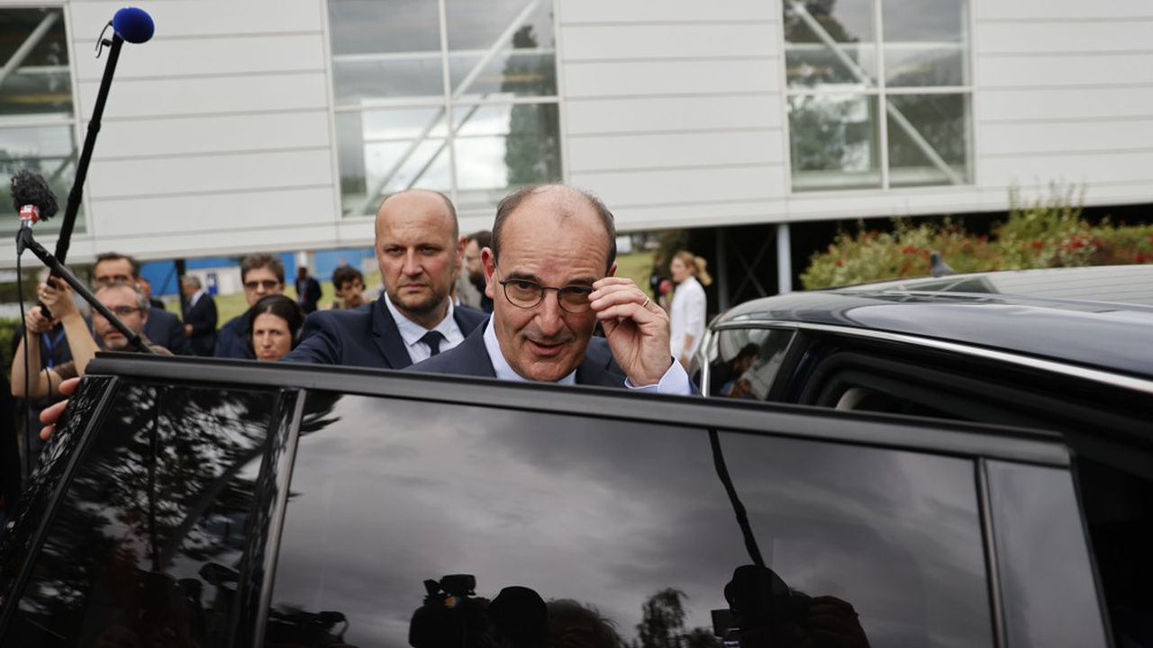 Le Premier ministre Jean Castex, lors de son premier déplacement à l'usine de semi-conducteurs de l'usine X-FAB, dans la région parisienne, le 4 juillet 2020.