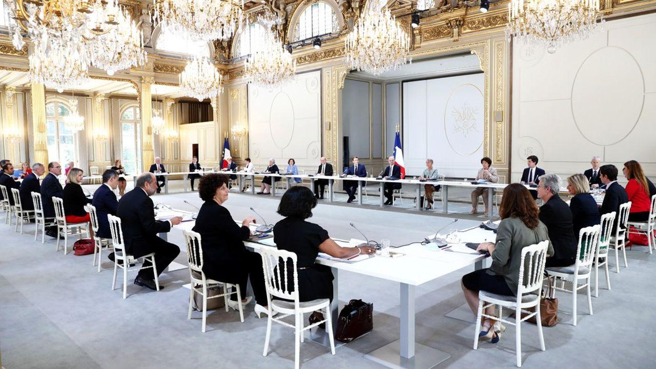 Le premier Conseil des ministres du gouvernement Castex s'est tenu ce mardi après-midi dans la salle des fêtes de l'Elysée.