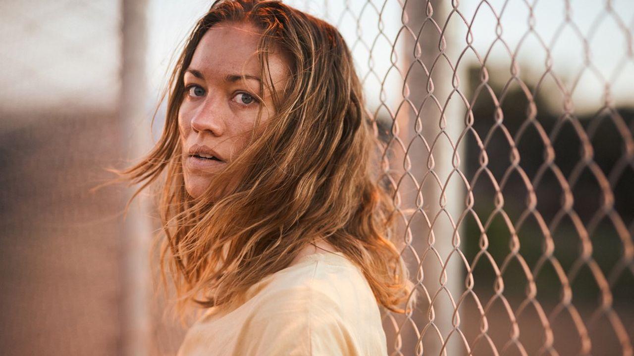 Yvonne Strahovski, connue pour son rôle de Serena dans la série Handmaid's Tale, interprète Sofie Werner, une Australienne enfermée illégalement dans un camp de demandeurs d'asile dans son propre pays.