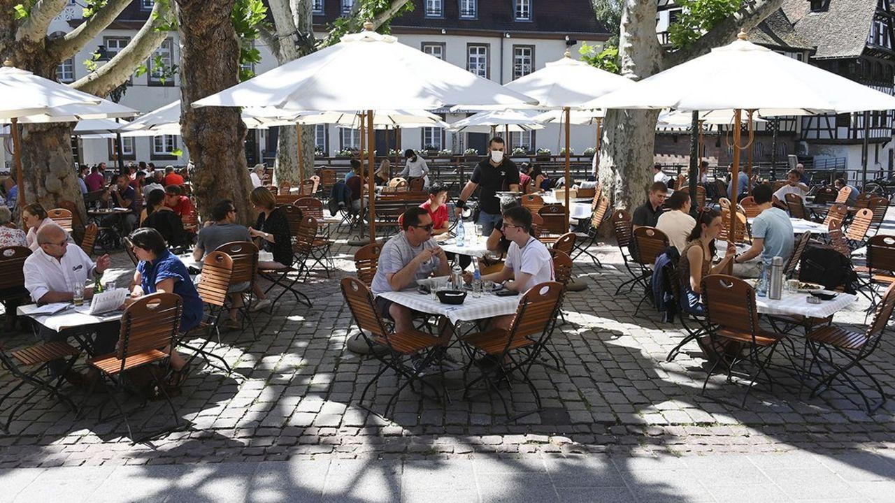 Parmi les Français qui, auparavant, consommaient plus d'une fois par mois hors domicile, les trois quarts sont retournés au restaurant ou ont pratiqué de la vente à emporter en juin.