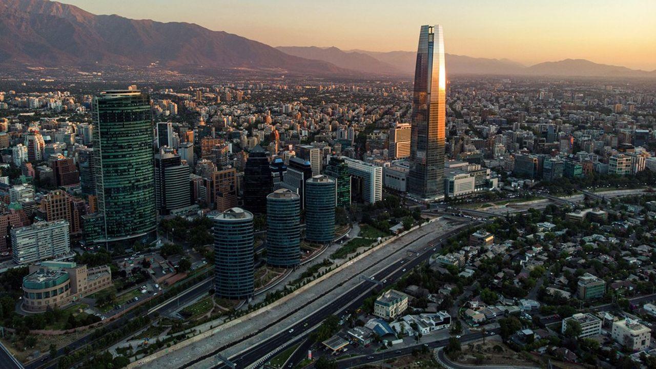 D'abord réticent à l'instauration d'un isolement obligatoire, le Chili a fini par déclarer une quarantaine dans la capitale et sa région où se concentrent 80% des cas.