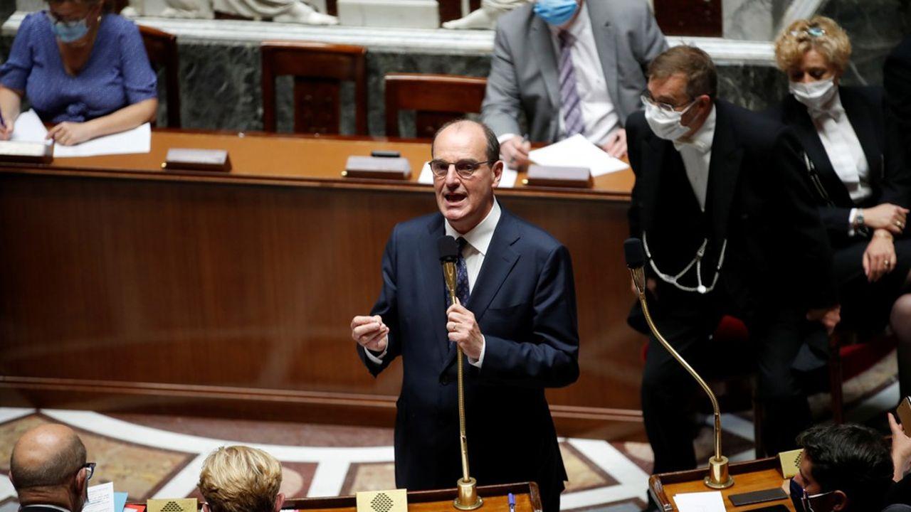 Le Premier ministre Jean Castex, ici lors de ses premières questions d'actualité à l'Assemblée nationale, veut être ultra-présent pour se faire connaître des Français avant les vacances.