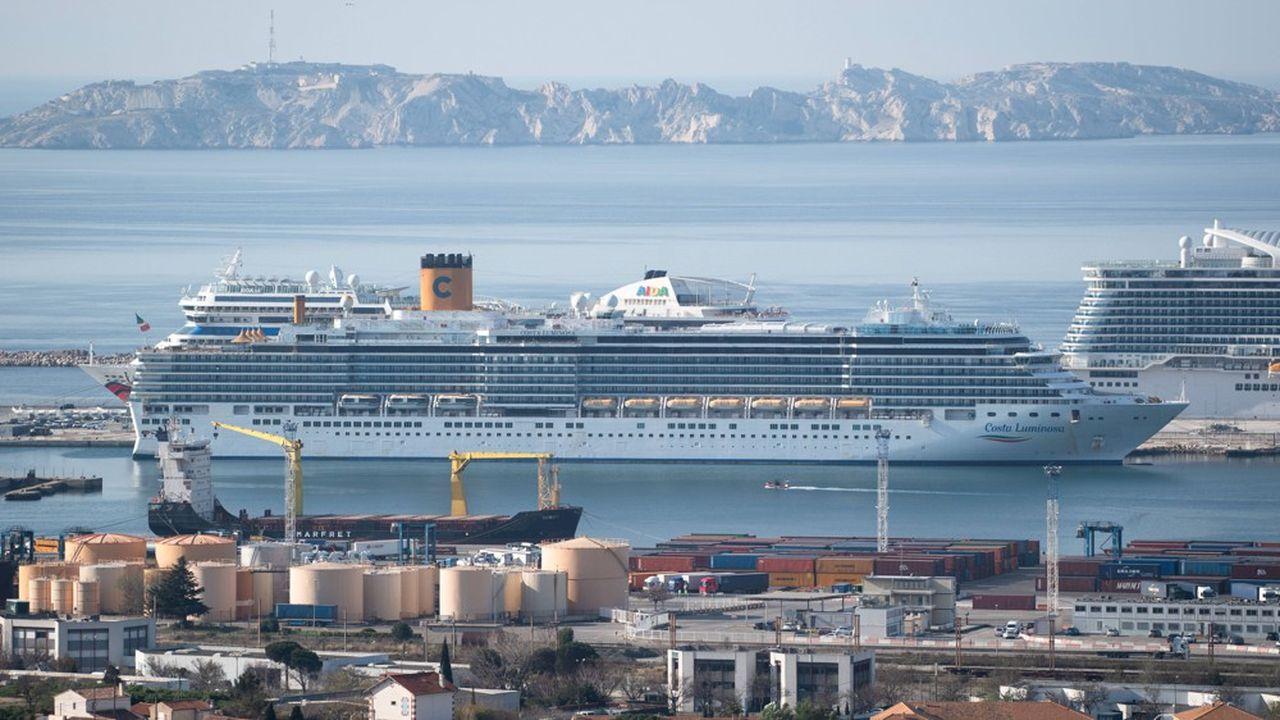 Au port de Marseille, les croisières restent à l'arrêt, et le transport passager est en demi-teinte, avec le maintien de la fermeture des frontières du Maghreb.