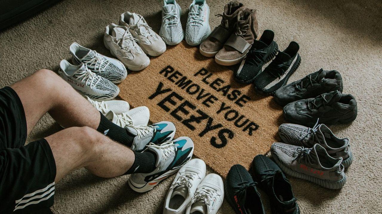 Les sneakers Yeezy du rappeur Kanye West en collaboration avec Adidas sont prisées au resell.
