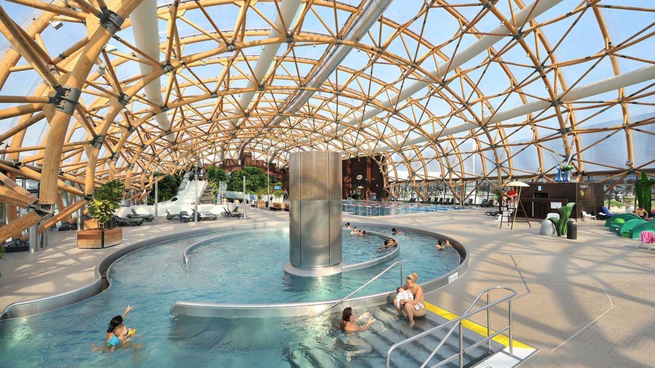 Situé à Neydens, à une dizaine de kilomètres de Genève, le complexe de Vitam accueille sur ses 30.000m2 d'activités d'intérieur et d'extérieur (escalade, squash, badminton, spa bien-être, fitness, parc aquatique…) environ 750.000 personnes par an.