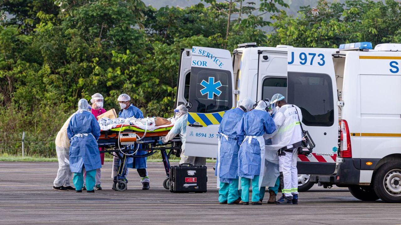Si le nombre de nouveaux cas de Covid-19 tend à se stabiliser en Guyane, Santé Publique France appelle à la prudence, soulignant le «taux de positivité des tests très élevé».