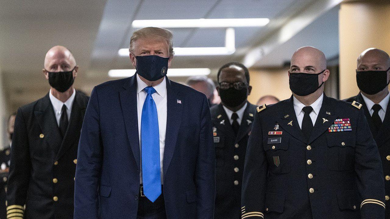 Le président Trump a rendu visite samedi à des militaires américains blessés au combat à l'hôpital Walter Reed de Bethesda (Maryland), dans la banlieue de Washington.
