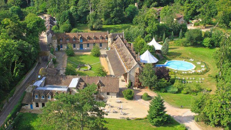 L'abbaye des Vaux de Cernay, nouveau terrain de jeu de Paris Society