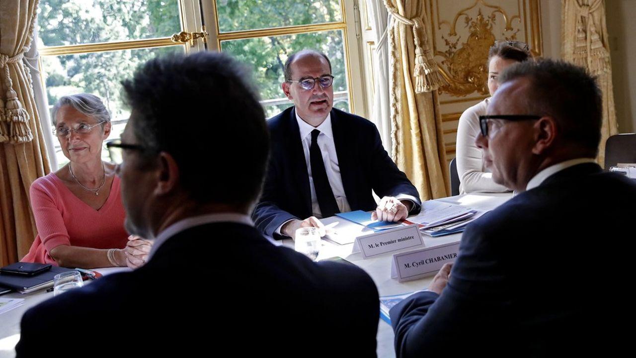 Le Premier ministre, Jean Castex, et la ministre du Travail, Elisabeth Borne, ont reçu les partenaires sociaux quelques jours après la formation du nouveau gouvernement.
