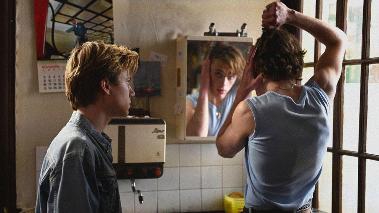 Alexis (Félix Lefebvre) et David (Benjamin Voisin) vont partager des expériences enivrantes et douloureuses.