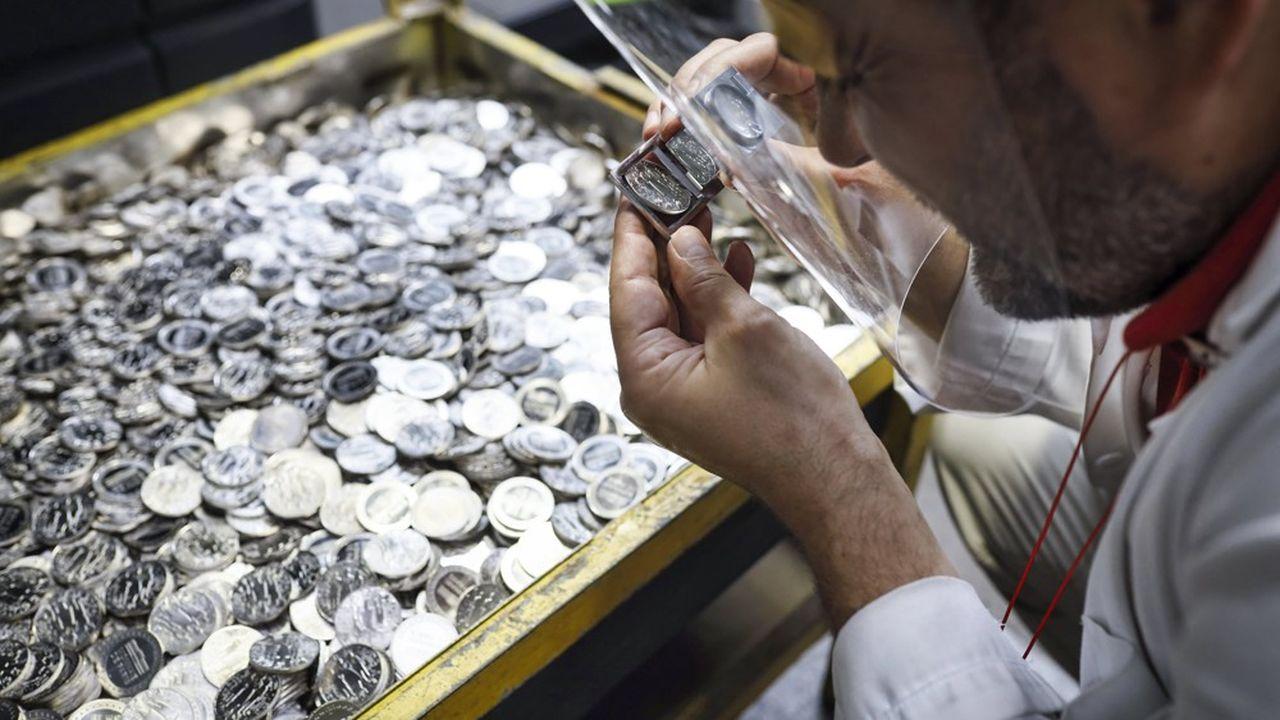 Dans ses coffres-forts, la Monnaie de Paris conserve les poinçons originaux avec lesquels les rois de France ont marqué l'histoire du pays. Il est possible de remonter jusqu'au roi Dagobert.