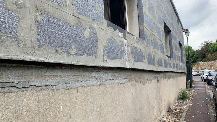 Dans l'Oise et le Val d'Oise, FCA Eaubonne s'alarme de voir de plus en plus de murs de maisons couverts de polystyrène gris à nu ou quasiment.