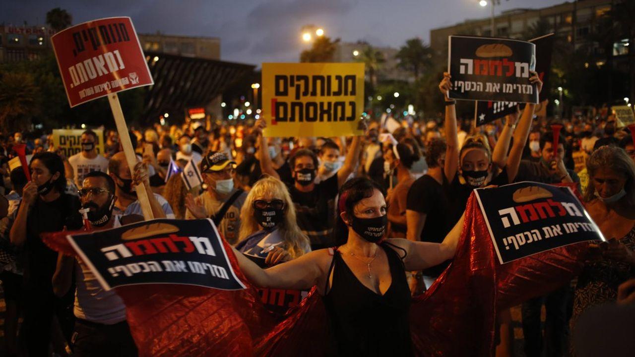 Les Israéliens étaient au moins 10.000, samedi soir sur la Place Rabin de Tel Aviv, pour contester la gestion de la crise économique par Benyamin Netanyahu.