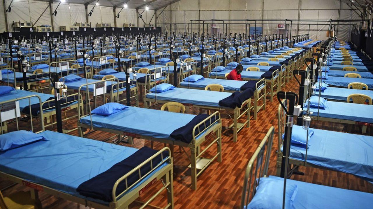 Alors que certaines zones reconfinent, notamment Bangalore, le gouvernement étend les infrastructures hospitalières d'accueil des patients atteints du Covid-19 comme à Mumbai (photo).