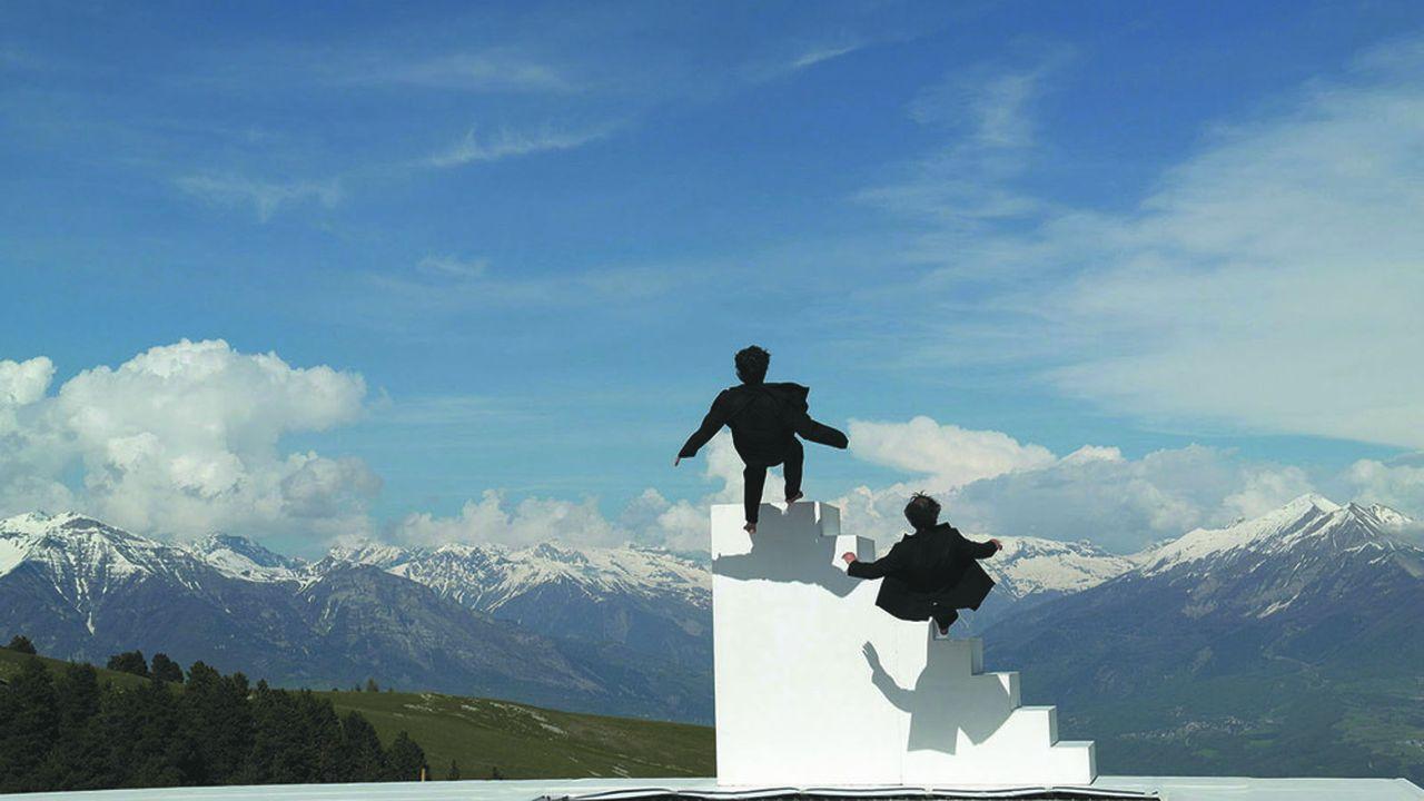 Une performance de Yoann Bourgeois face aux sommets.
