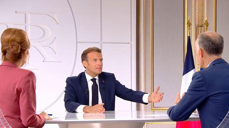 Emmanuel Macron interrogé depuis l'Elysée par Léa Salamé et Gilles Bouleau.