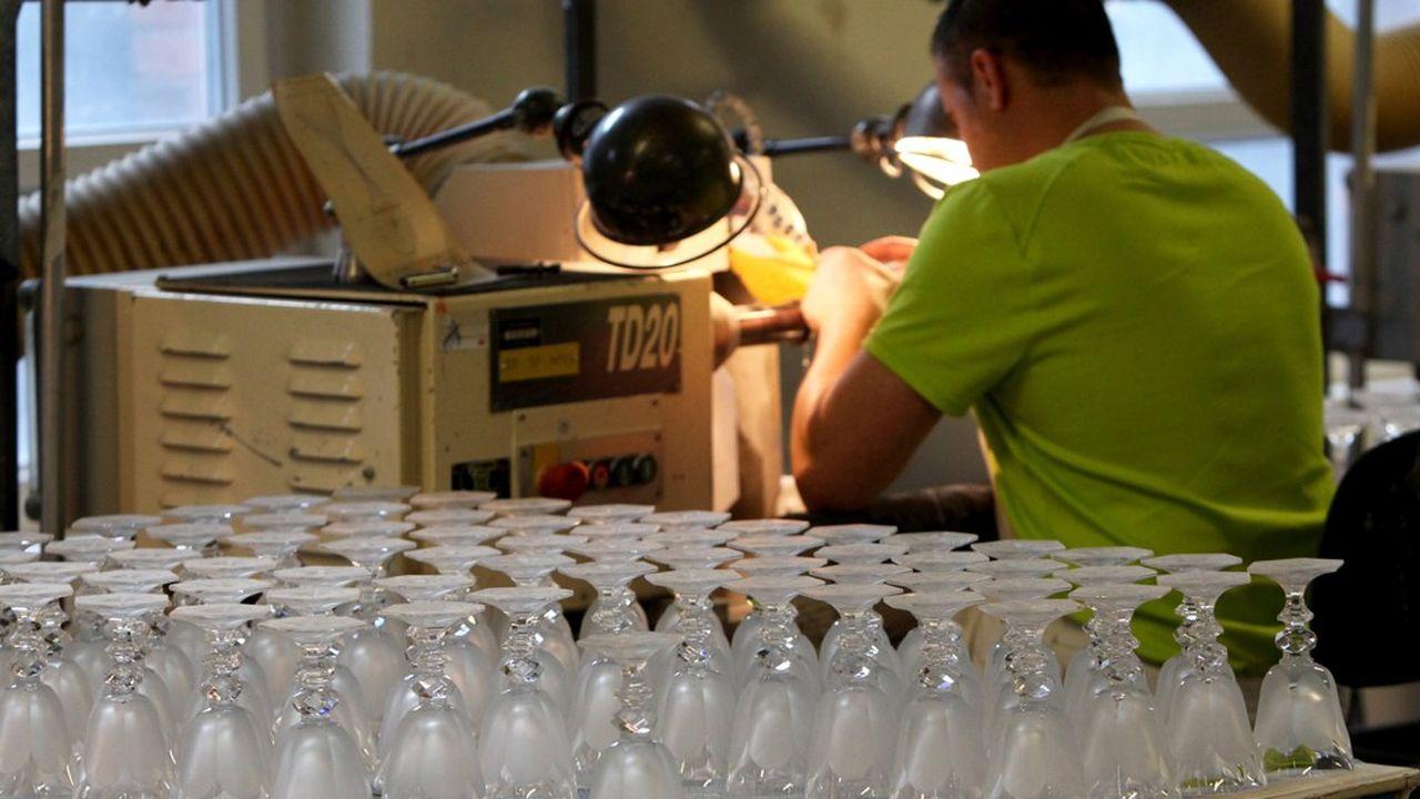 Les investissements promis, notamment dans la Cristallerie de Baccarat en Meurthe et Moselle, n'ont pas été réalisés.