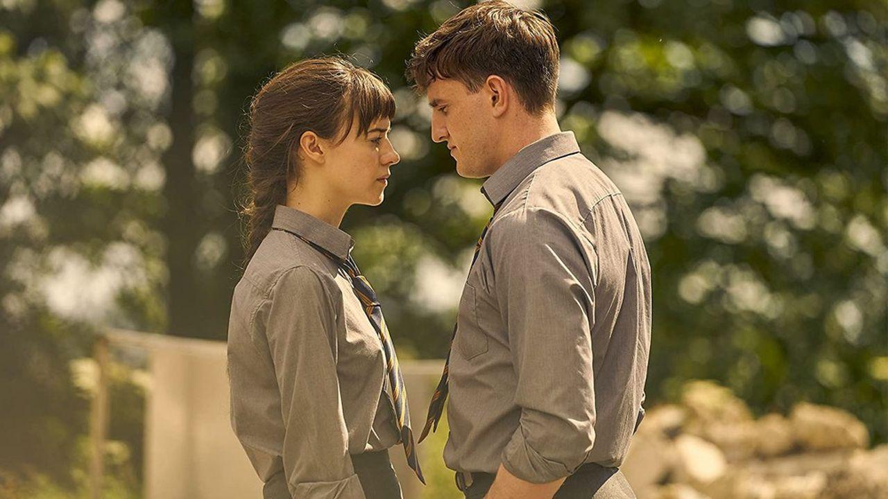 Marianne et Connell vont vivre une relation amoureuse intense mais à eclipse des années du lycée à celles de l'université
