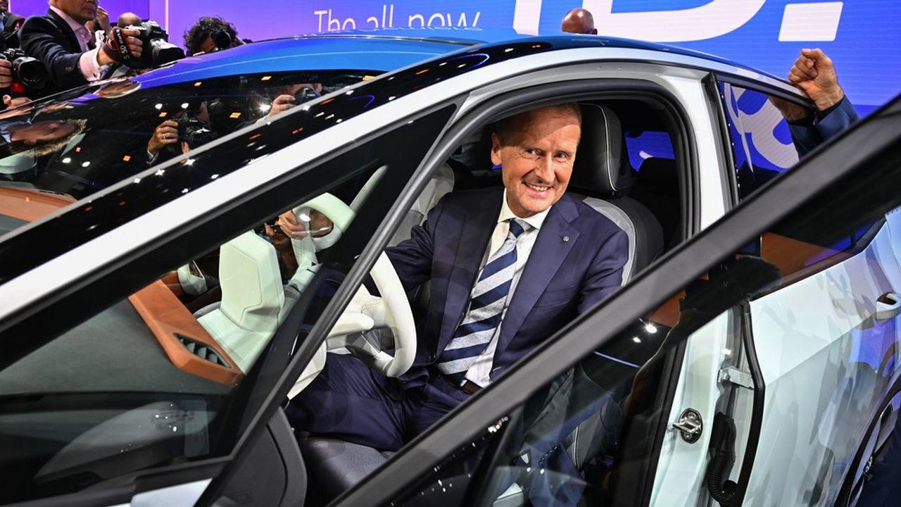 Le modèle VW entièrement électrique ID.3 présenté en septembre2019 par le PDG du groupe Herbert Diess, devrait sortir en septembre après plusieurs retards à l'allumage