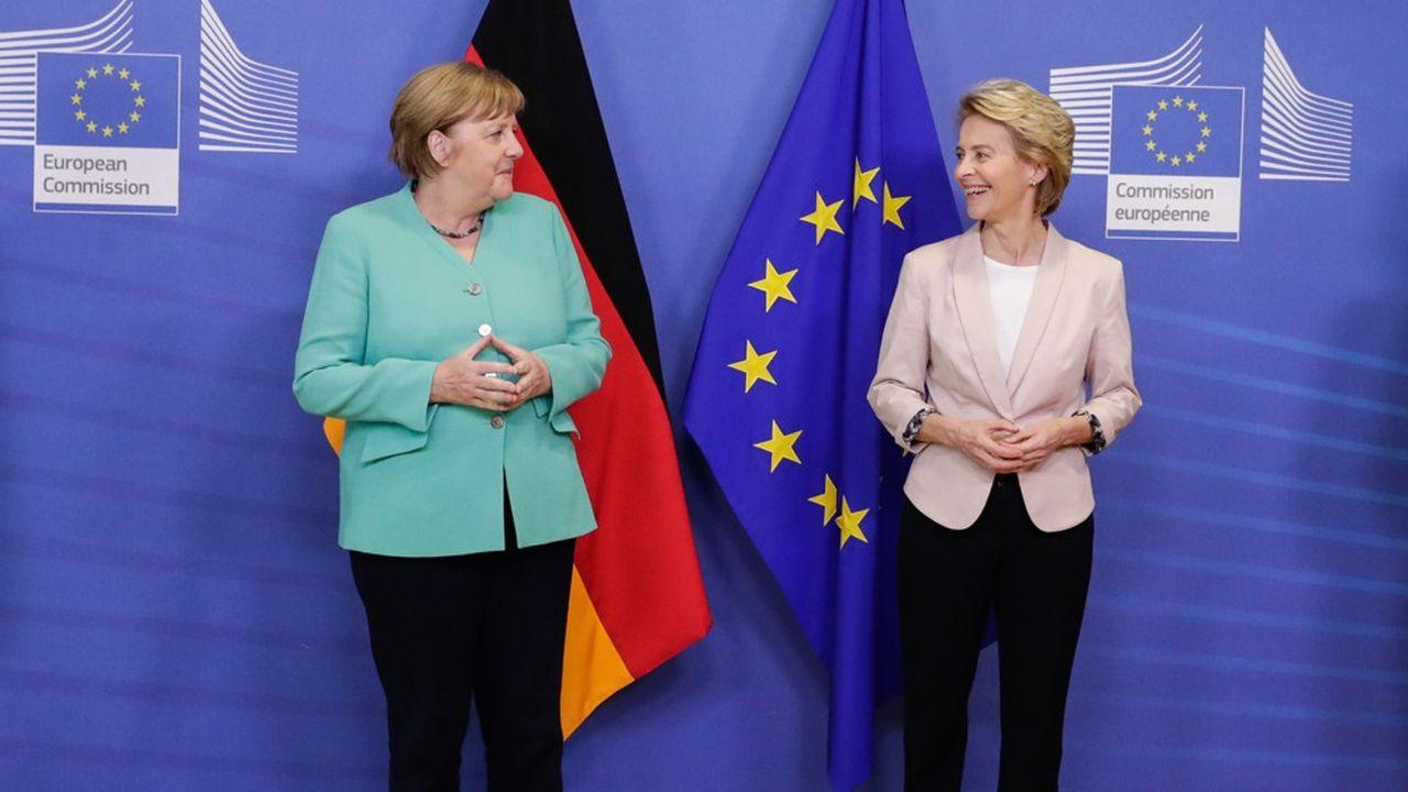 La chancelière allemande Angela Merkel et la présidente de la Commission européenne Ursula von der Leyen, à Bruxelles, le 8juillet.