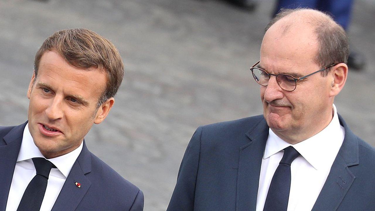 Emmanuel Macron a annoncé le 14juillet un décret sur le port obligatoire du masque dans les lieux clos accueillant du public pour le 1eraoût. Face aux interrogations, Jean Castex a accéléré.