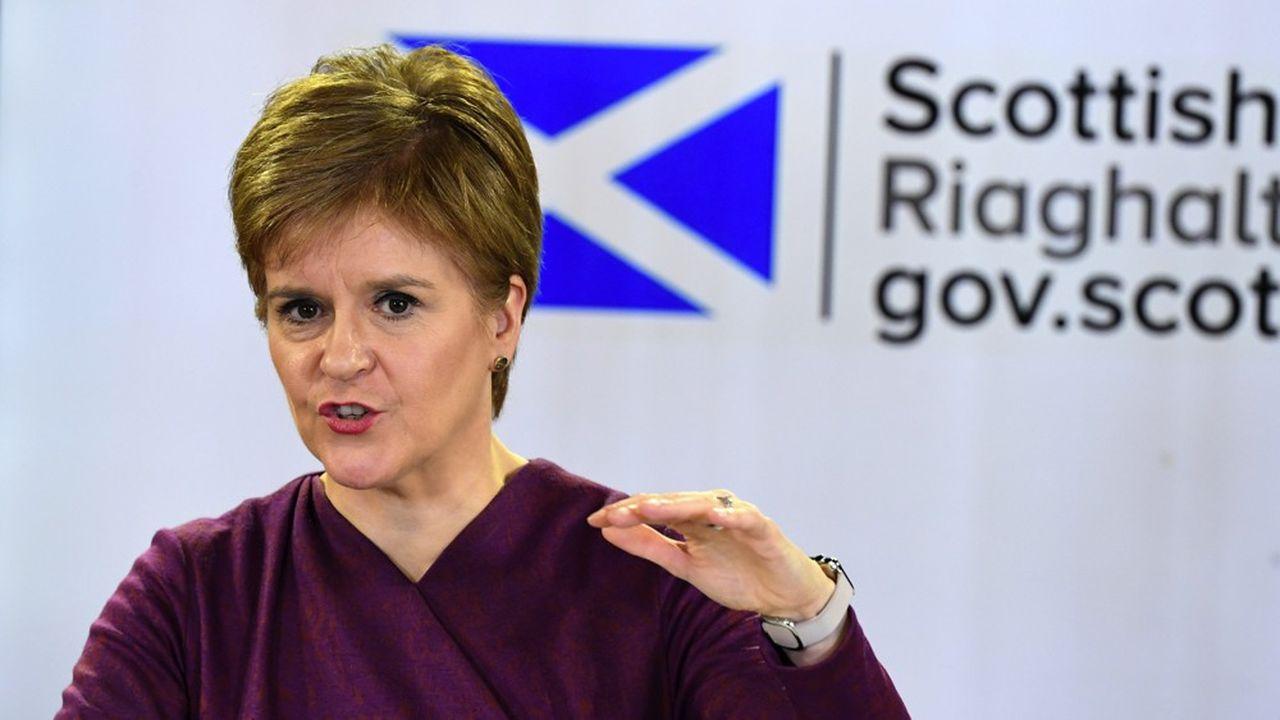 La Première ministre écossaise, Nicola Sturgeon, part en guerre contre Boris Johnson.