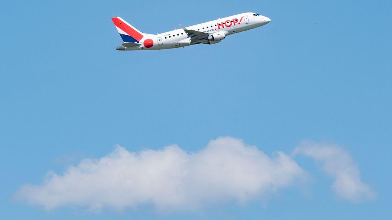 Un avion de la compagnie HOP! au départ de l'aéroport de Roissy-Charles de Gaulle.
