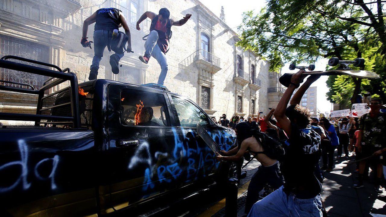 En juin, des incidents ont eu lieu lors de manifestations à Guadalajara, au Mexique, organisée après la mort d'un jeune arrêté par la police parce qu'il ne portait pas de masque.