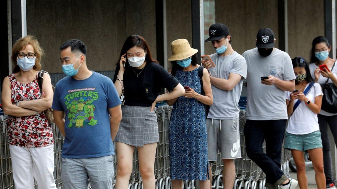 Les décrets pour imposer le masque dans les lieux publics se multiplient, mais ils sont parfois attaqués… par les politiques eux-mêmes.