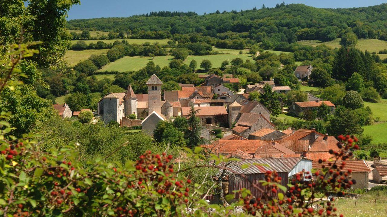 Le village de Blanot, à la lisière du Tournugeois et du Haut-Mâconnais. A moins d'une heure de Lyon, la Bourgogne du Sud est très recherchée pour ses maisons de village en pierre.