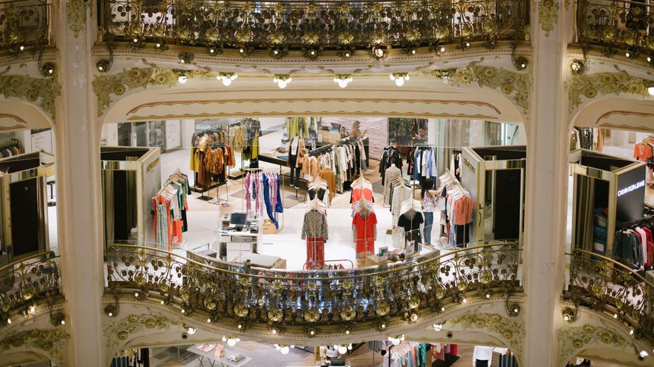 Boulevard Haussmann, à Paris, les Galeries Lafayette réalisent habituellement la moitié de leur chiffre d'affaires avec les touristes étrangers.