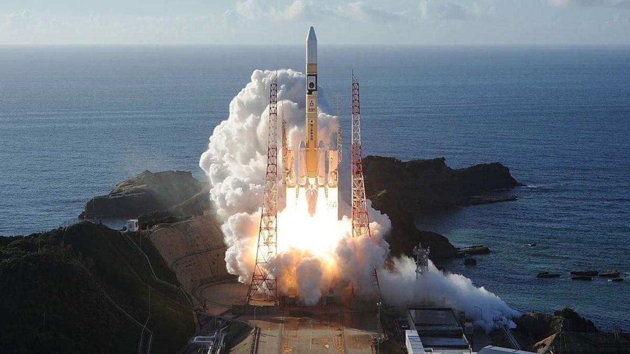 Après deux reports, l'envoi de la sonde Hope par la fuséeMitsubishi MHI-2A au Japon s'est déroulé sans accroc dans la nuit (heure française) de dimanche à lundi. Deux autres missions martiennes doivent s'envoler les 23et 30juillet.