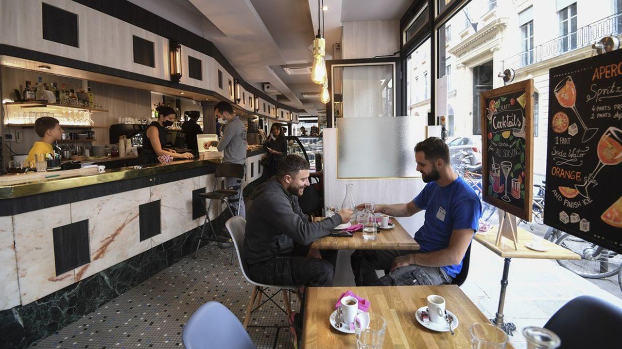 Le télétravail continue à pénaliser les établissements parisiens à l'heure du déjeuner.