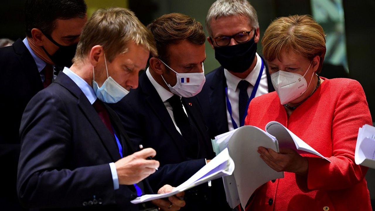 Emmanuel Macron et Angela Merkel ont affiché une unité de tous les instants durant les quatre jours d'un sommet marqué par de très fortes tensions avec les pays du Nord.