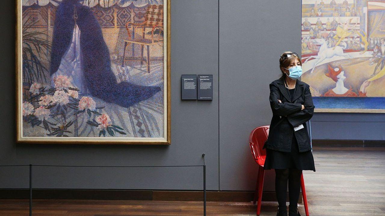 Une gardienne au musée d'Orsay à Paris.