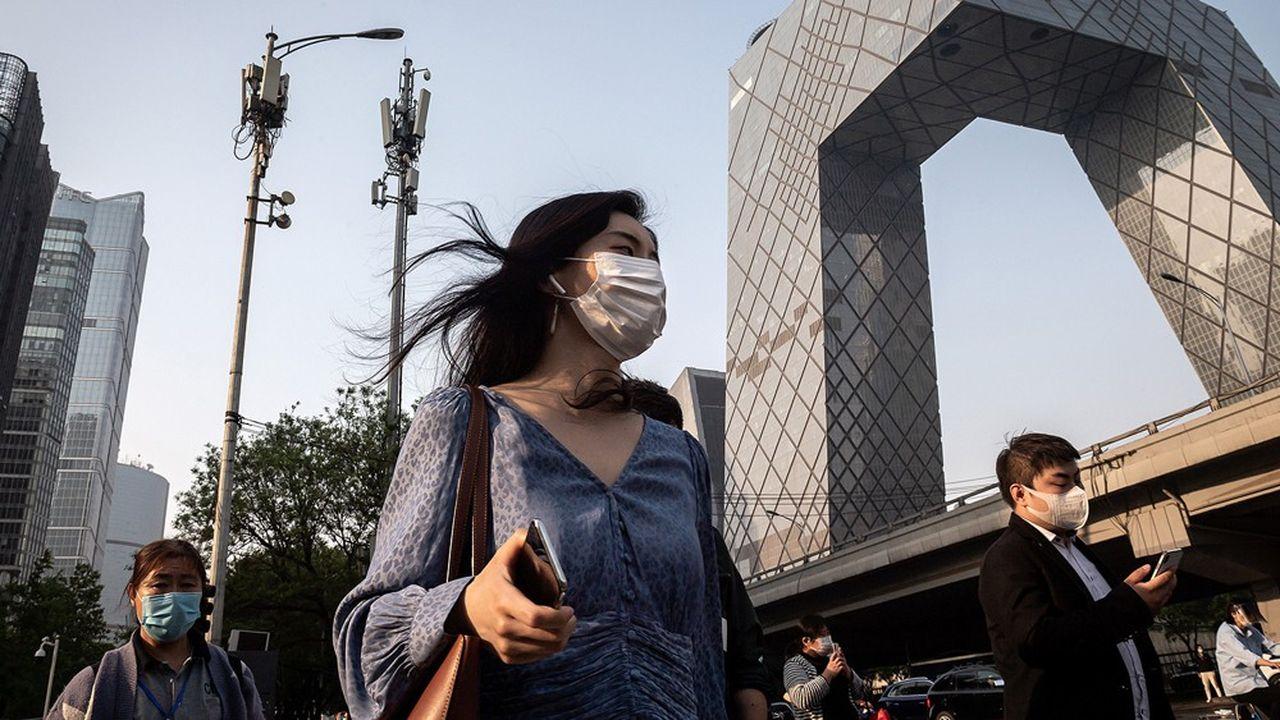 Pékin abrite déjà plus de 20.000antennes 5G, comme ici près du siège de la CCTV, la télévision centrale d'Etat.