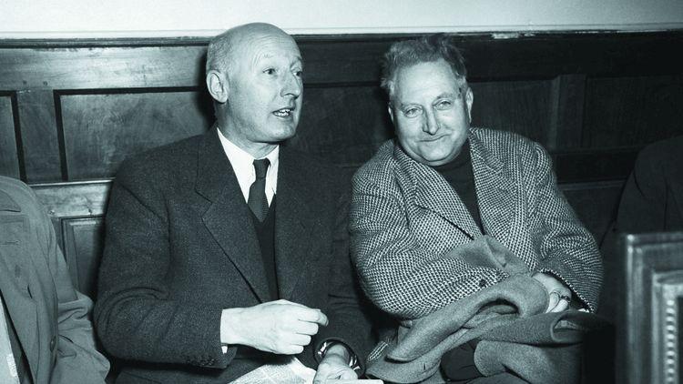 Armand Salacrou et Jean Giono photographiés au tribunal de Digne en novembre1954, à l'ouverture du procès de Gaston Dominici.