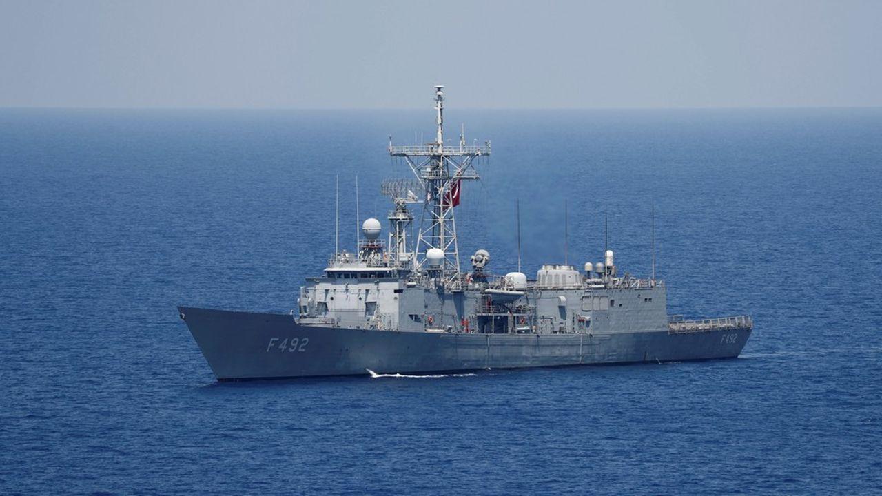 Des frégates turques, telles que celle-ci, escortent un navire d'exploration sous-marine dans une zone économique exclusive revendiquée par la Grèce.
