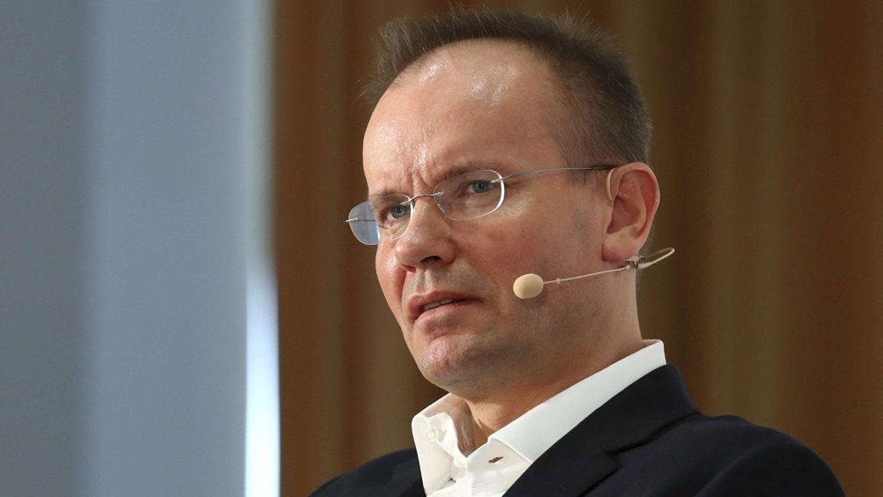 Les trois hommes se seraient entendus pour obtenir environ 3,2milliards d'euros (3,7milliards de dollars) de prêts frauduleux, ont déclaré mercredi les procureurs de Munich.