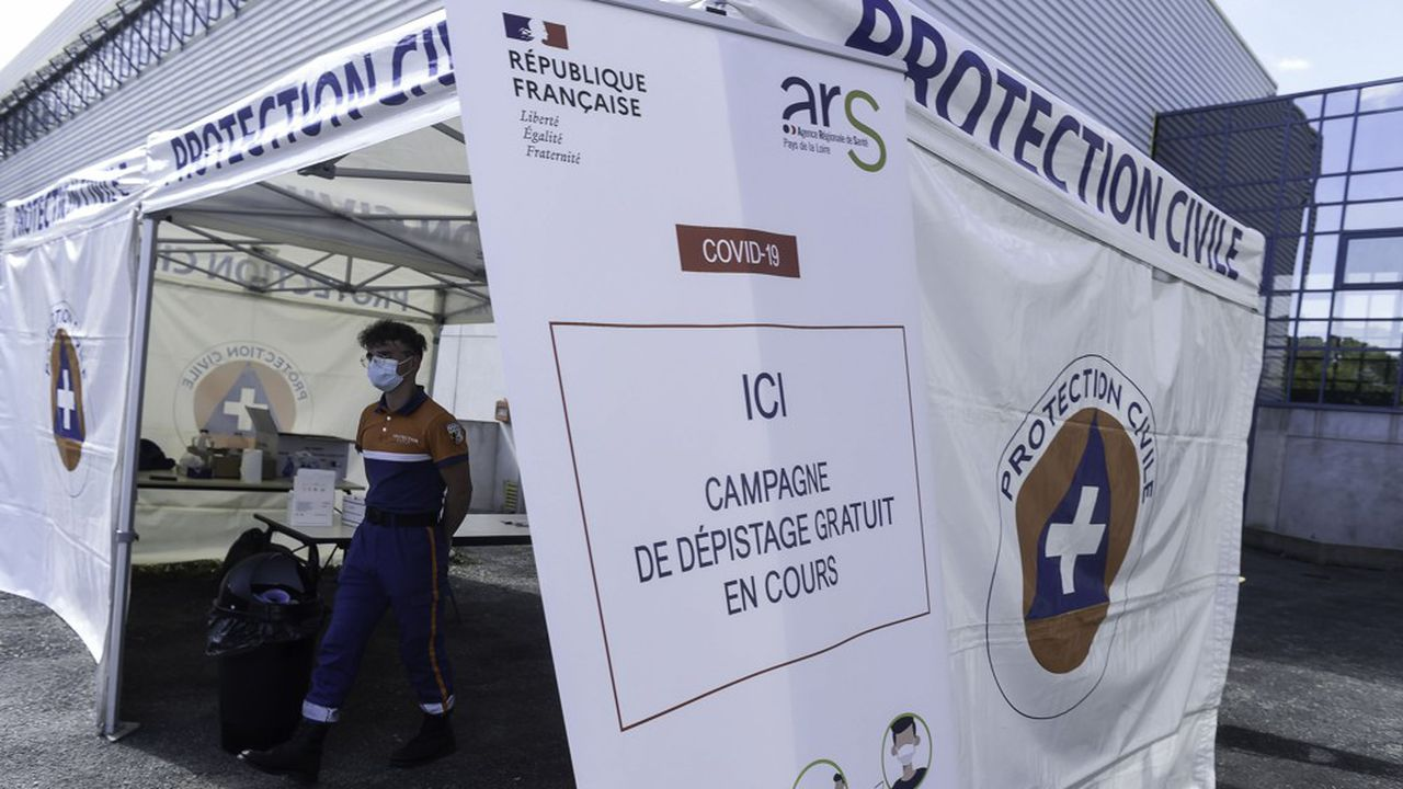 Depuis ce lundi, le masque est obligatoire dans tous les lieux publics de 69 communes de la Mayenne, département où les indicateurs «confirment la circulation active du virus», selon une décision de la préfecture de Mayenne.