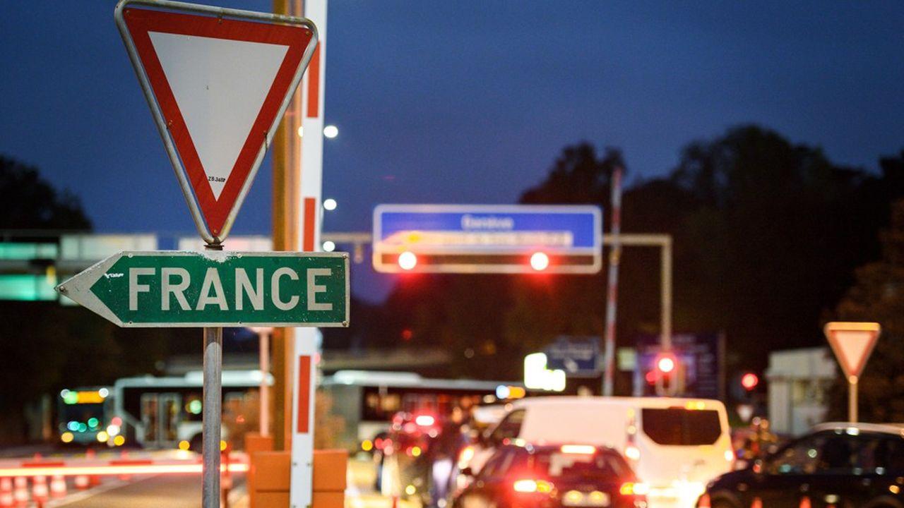 Le nombre de travailleurs frontaliers enAuvergne-Rhône-Alpes a plus que doublé entre1999 et2016.