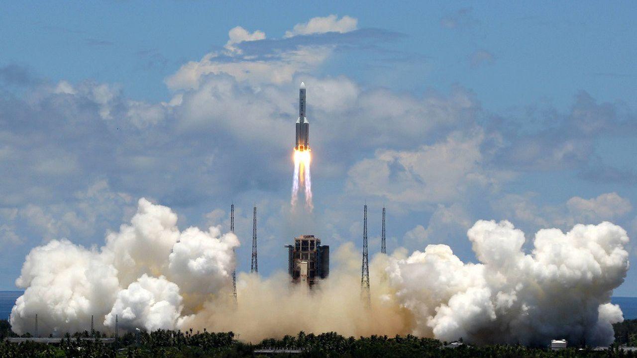 La fusée Chang Zheng 5 (Longue Marche 5) a décollé ce jeudi du centre spatial de Wenchang.